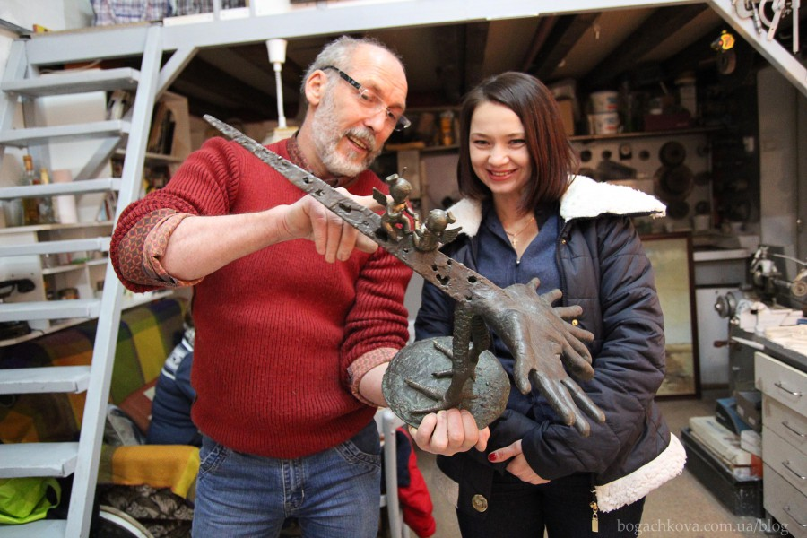 Stas Kado4nikov demonstrate sculptur Bog
